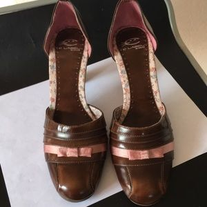 C label by turbo cat brown heels